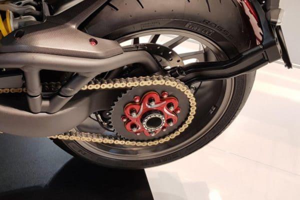Rear wheel nut LH BICOLOR