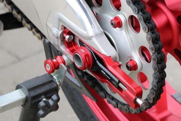 Chain adjuster kit Aprilia